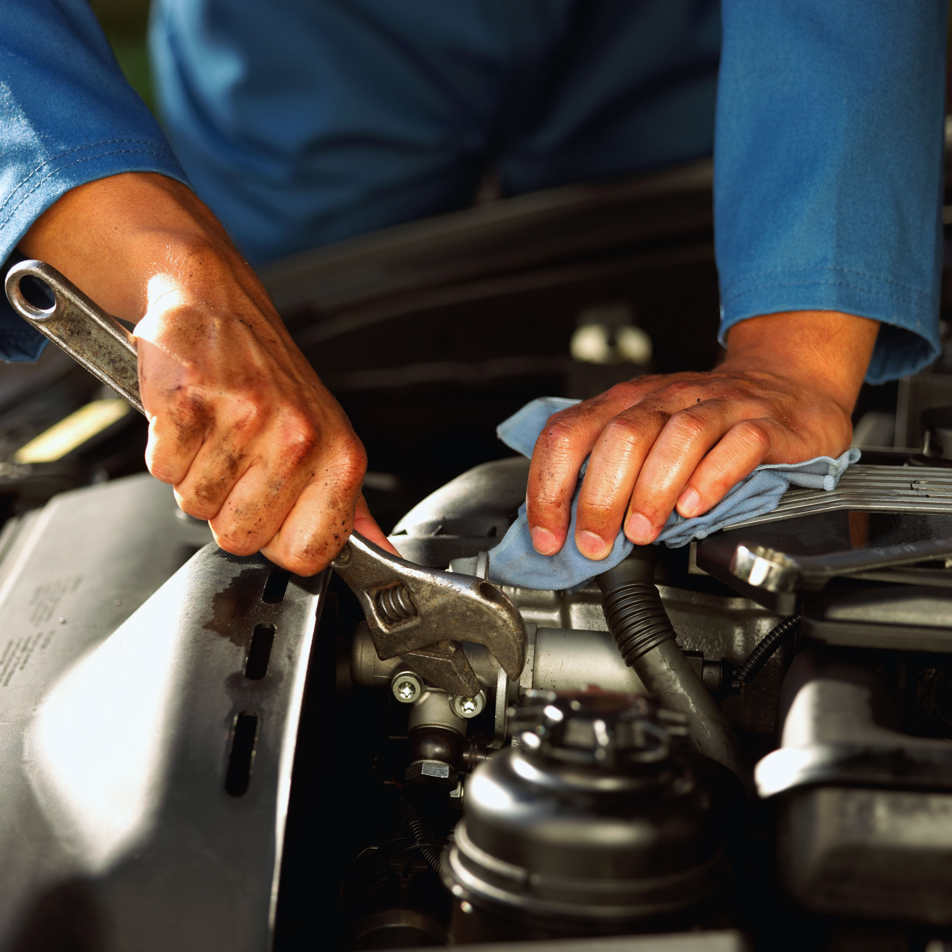 Minor car repairs diy or hire a mechanic auto service for Mercedes benz oil change jiffy lube