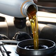 How Long Does An Oil Change Take? What Exactly Is Done And Its Price?